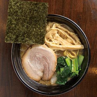 屋 いい づか 麺 【麺喰いにつき】お出汁系スープに無かん水麺が新鮮! 東京・渋谷「TAMOTSU」